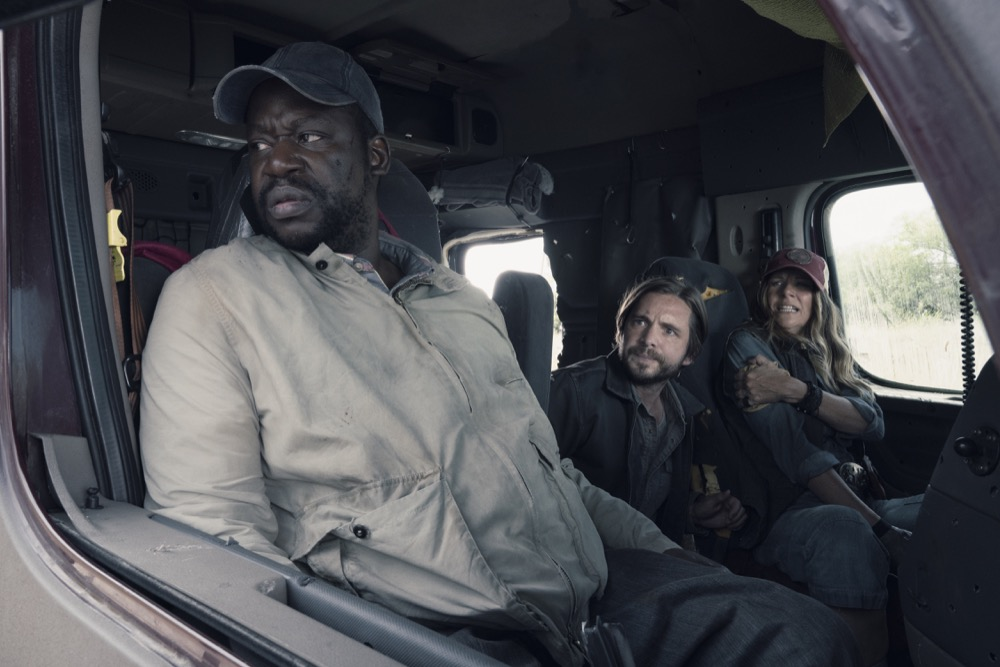 """Daryl """"Chill' Mitchell as Wendell, Aaron Stanford as Jim, Mo Collins as Sarah  - Fear the Walking Dead _ Season 4, Episode 14 - Photo Credit: Ryan Green/AMC"""